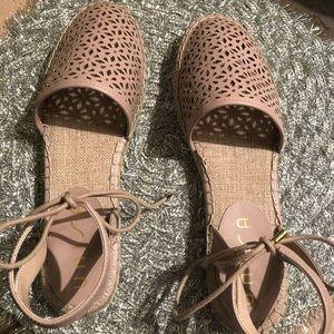 Unisa NWOT sandals
